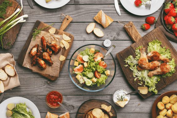 Saving money on food while on vacation: how to do it with a family