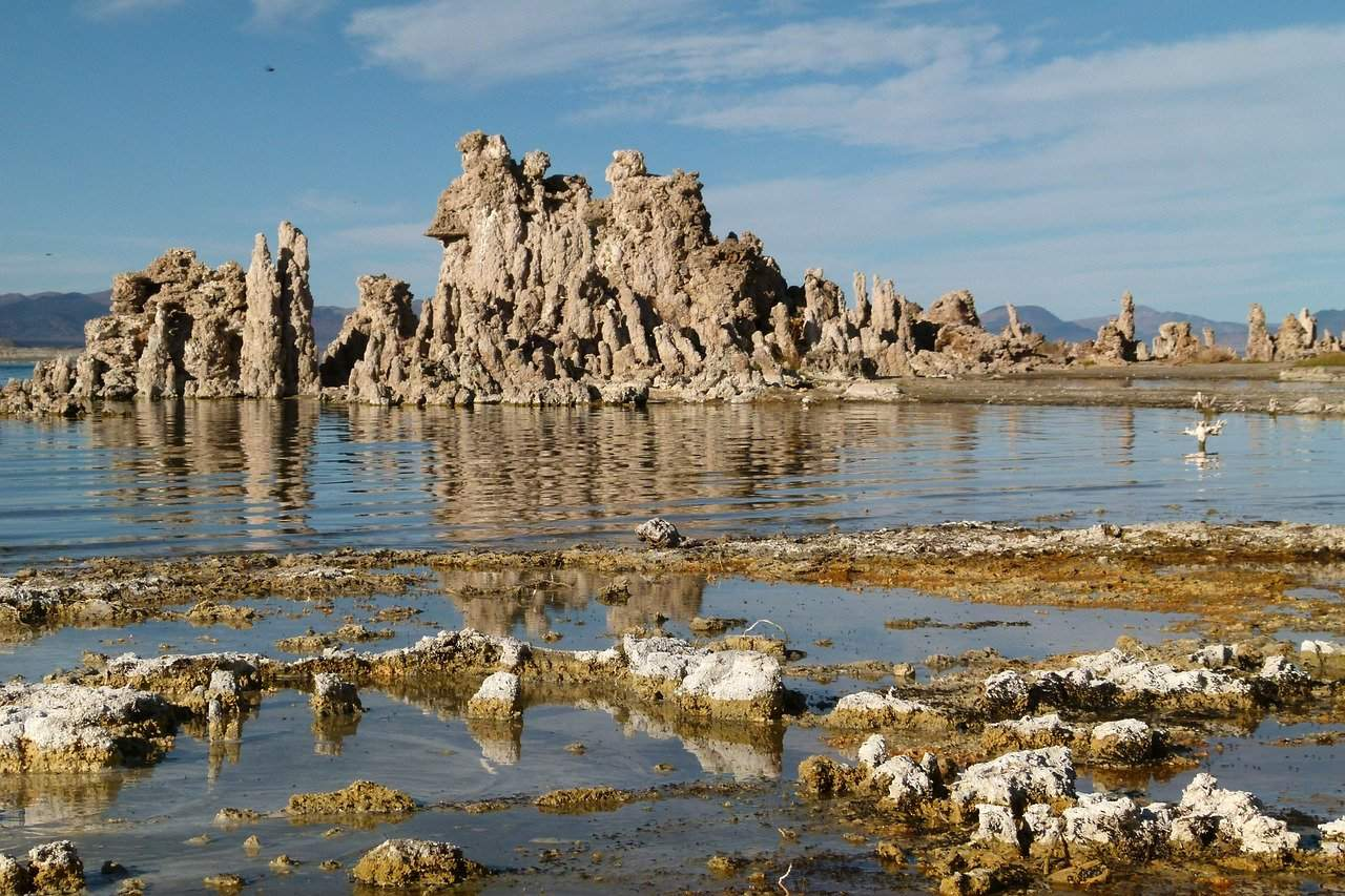 things to do in Mammoth summer include spotting tufas on mono lake