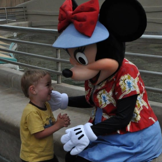 Disneyland toddler with Minnie Mouse
