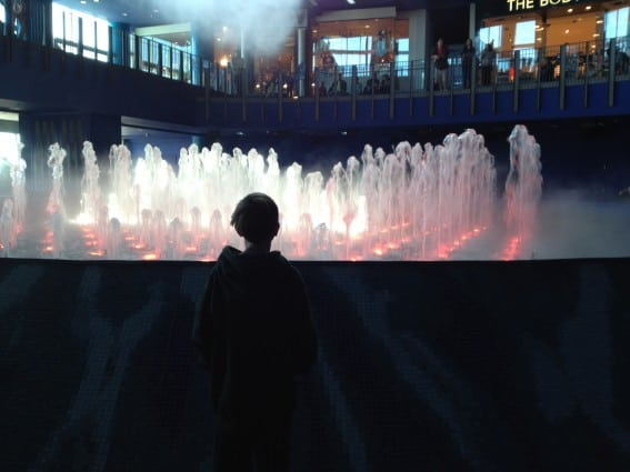 Kid looking at the fountain show in Atlantic City