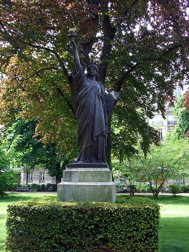 Free things to do in Paris - statue liberty luxembourg gardens Paris