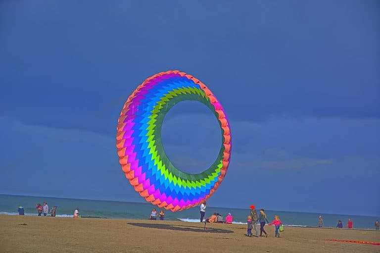 Flying kites in Lncoln City