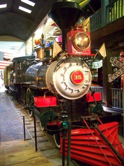 patee-house-train