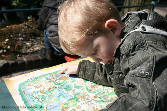 kids-reading-maps