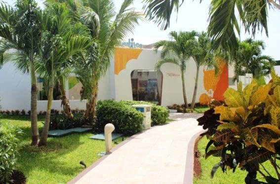 Azulitos Playhouse by Nickelodeon