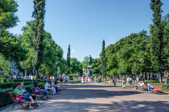 Esplanade-Park-in-Helsinki-Fi-79434487