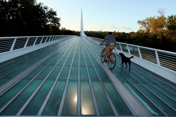 The Sundial Bridge is just one example of the Outdoor Activities in Redding, Ca that your family won't want to miss. #familytravel #hiking #biking #trekarooing #redding