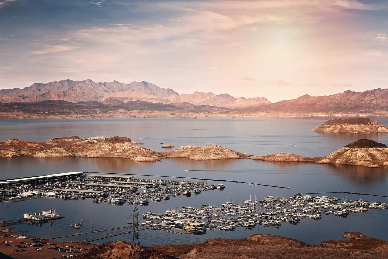 lake mead is a great outdoorsy destination near Las Vegas