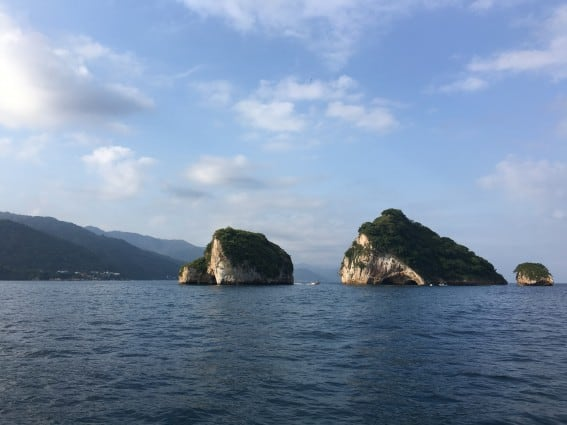 Puerto Vallarta Family Adventures include Bandaras Bay and its iconic rock formations #puertovallarta