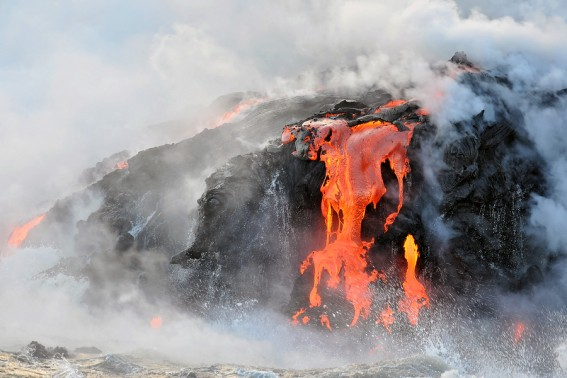 See the lava flow at Hawaii Volcanoes National Park