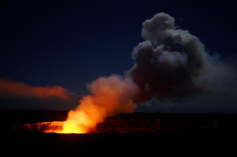The incredible nighttime lava show of Hawaii Volcanoes National Park