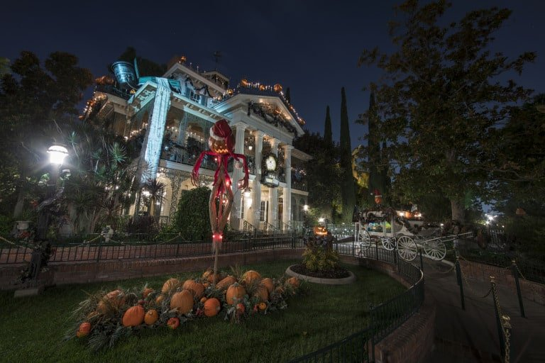 halloween-at-disneyland-haunted-mansion
