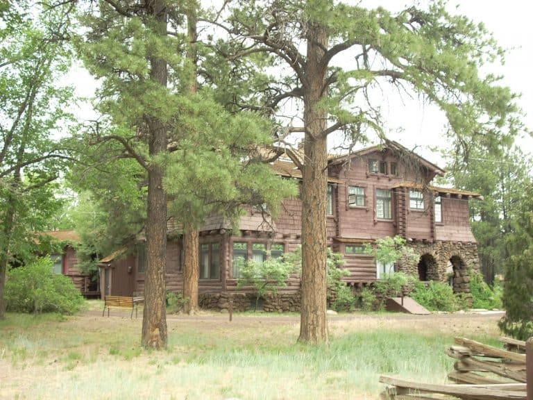 things-to-do-in-flagstaff-with-kids-riordan-mansion