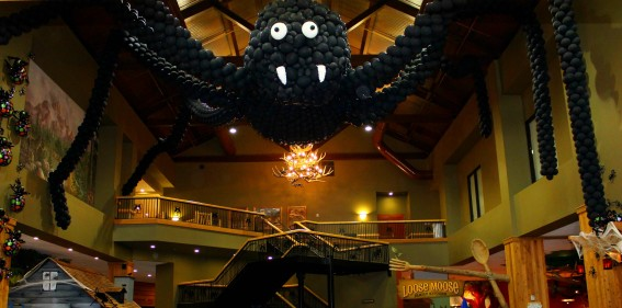 giant-spider-great-wolf-lodge-trekaroo