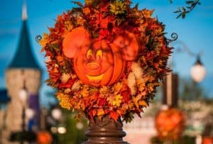 halloween-pumpkins-golden-light-mk-wdw-2016-edit-003-fall-disney-trekaroo