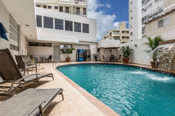 comfort-inn-san-juan-pool-courtyard1
