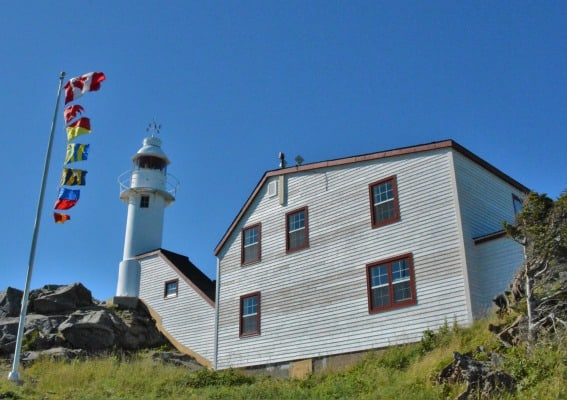 lobster-cove-head-lighthouse-rocky-harbour-newfoundland-gros-morne