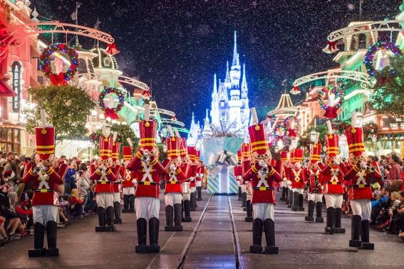 christmastime-parade