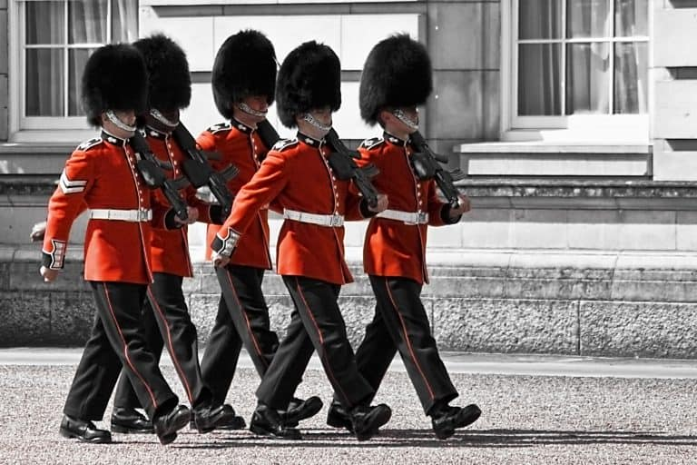 Free thigns to do in London changing of the guard