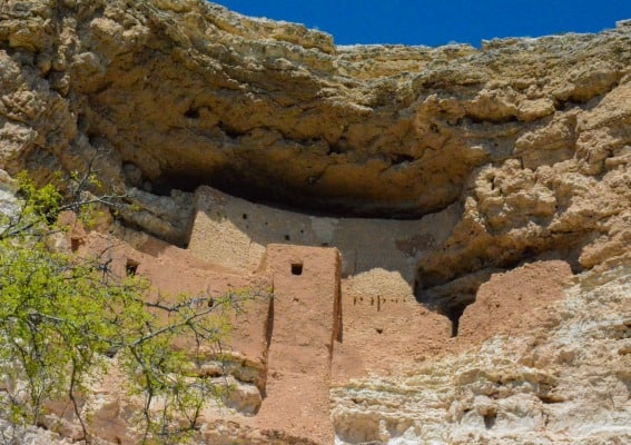 Montezuma's Castle National Monument is one of Arizona's most popular due to it's location right along highway 17 the main road connecting Phoenix with Flagstaff and the Grand Canyon.