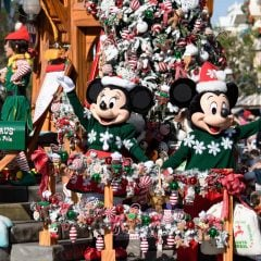 Your Complete Guide to Disneyland Christmas