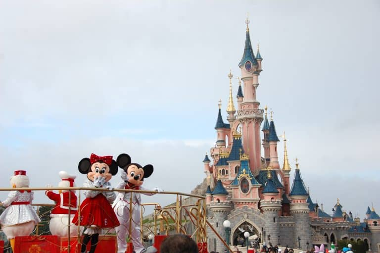 holidays-at-theme-parks