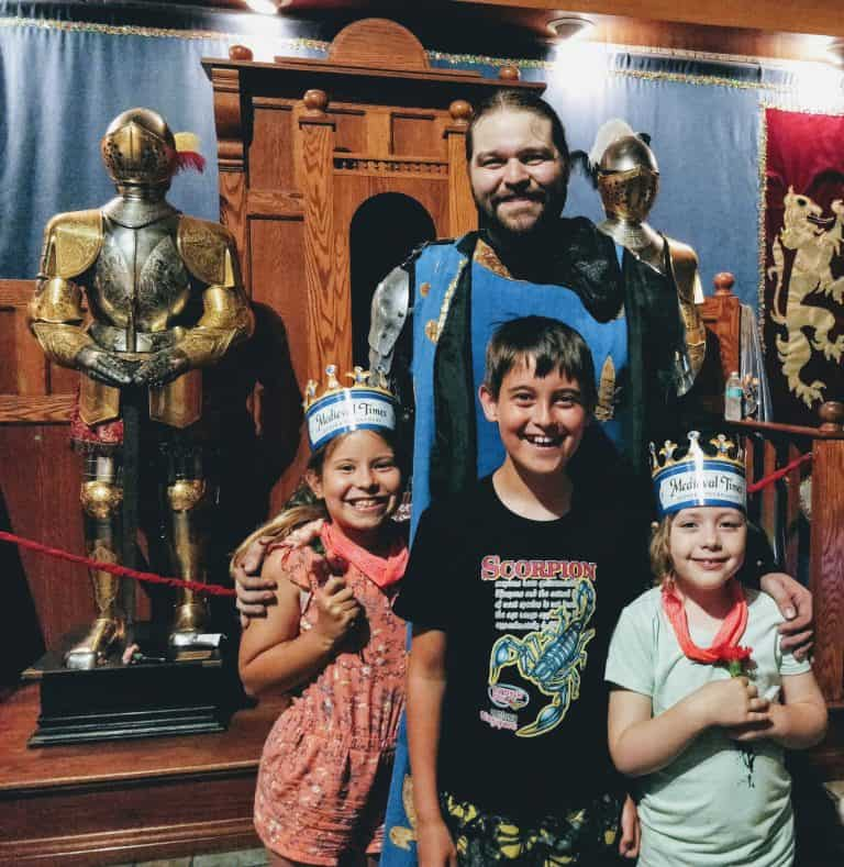 fun things to do in Dallas, kid friendly dinner theater