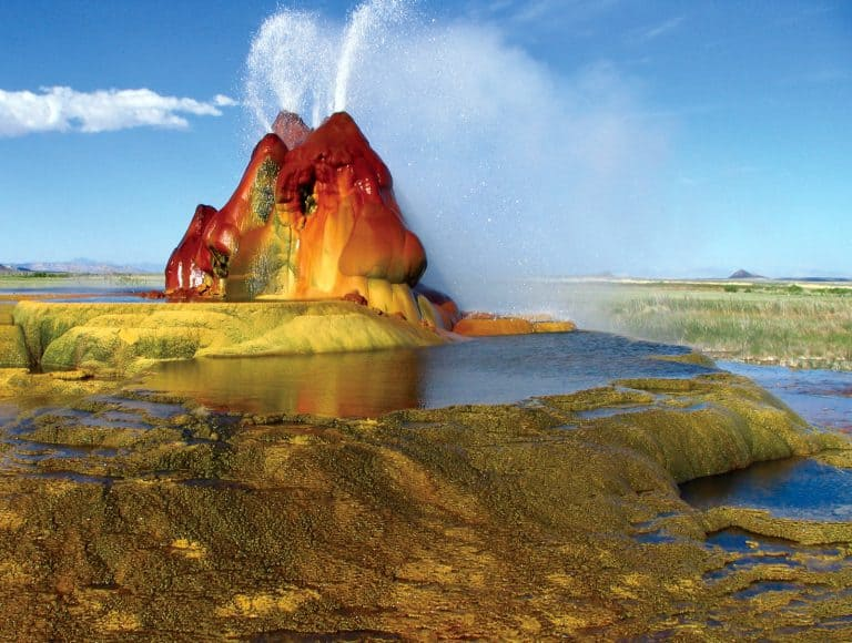 Fly_geyser by wikimediacommons Jeremy C. Munns