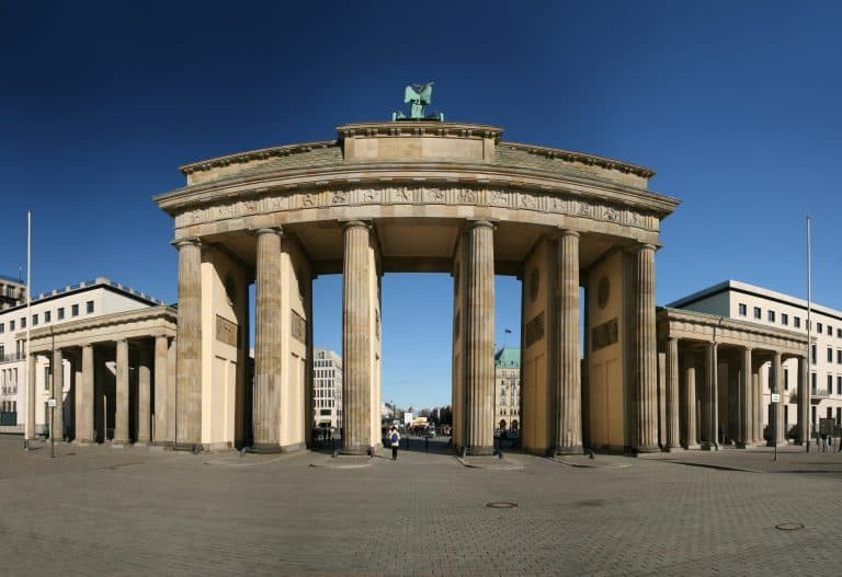 things to do in berlin with kids brandenburg gate