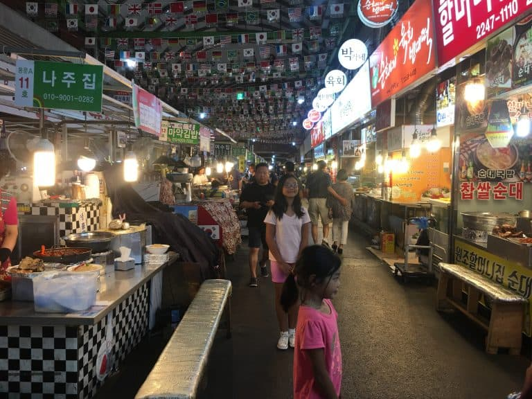 things-to-do-in-South-Korea-market
