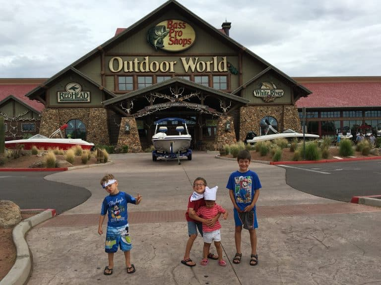 Free things to do in Phoenix with kids bass pro