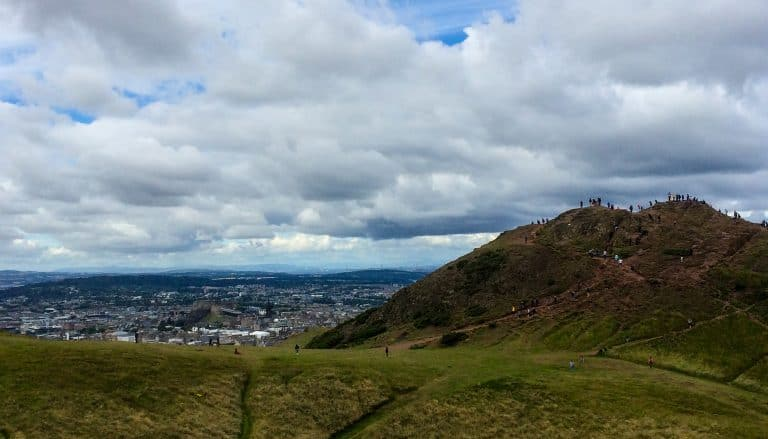 https://blog.trekaroo.com/wp-content/uploads/2019/03/Things-To-Do-In-Edinburgh-Arthurs-Seat-Photo-by-Flickr-by-Fil.Al_.jpg