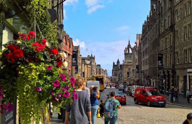 https://blog.trekaroo.com/wp-content/uploads/2019/03/Things-To-Do-In-Edinburgh-CityPass-Photo-by-Flickr-by-Abi-Skipp.jpg
