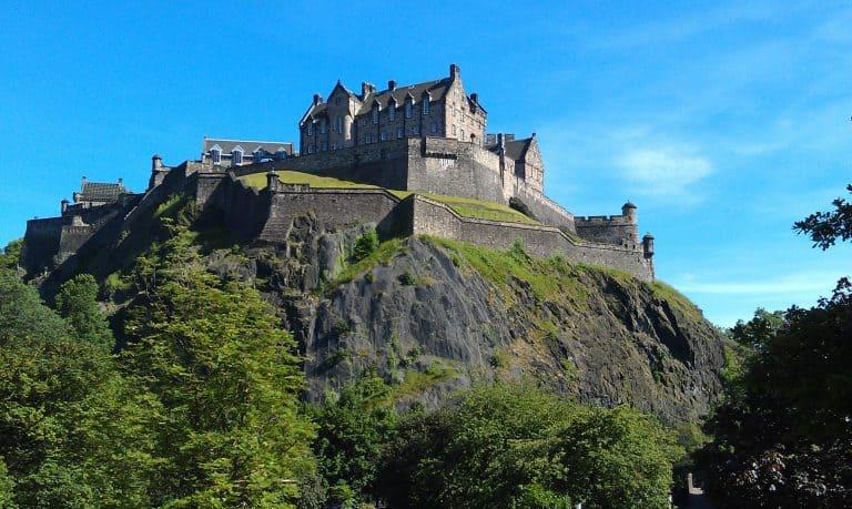 Things-To-Do-In-Edinburgh-Edinburgh-Castle-Photo-by-Flickr-peter-stevens