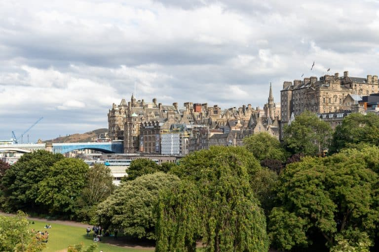 https://blog.trekaroo.com/wp-content/uploads/2019/03/Things-To-Do-In-Edinburgh-Photo-by-Flickr-by-dennisschubert.jpg