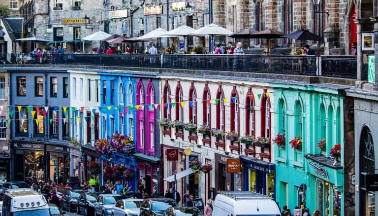 https://blog.trekaroo.com/wp-content/uploads/2019/03/Things-To-Do-In-Edinburgh-Victoria-street-Photo-by-Flickr-by-ian_woodhead1.jpg