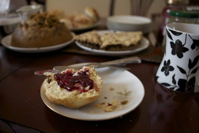 https://blog.trekaroo.com/wp-content/uploads/2019/03/Things-To-Do-In-Edinburgh-high-tea-Photo-by-Flickr-by-Pathlost.jpg