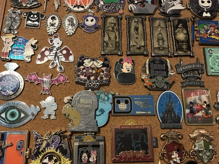 Disney pin trading: Holiday pins