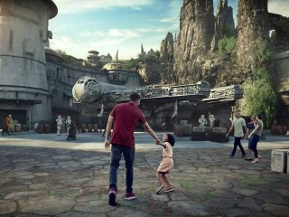 Disney Stars Wars: Galaxy's Edge - Millennium Falcon: Smugglers Run Outside
