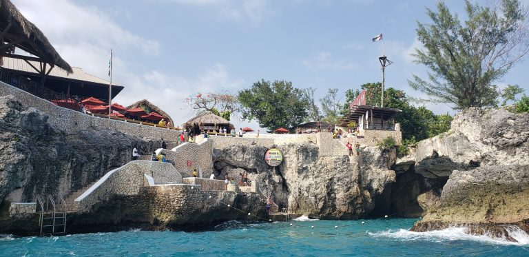 watch the cliff jumpers at ricks cafe in jamaica