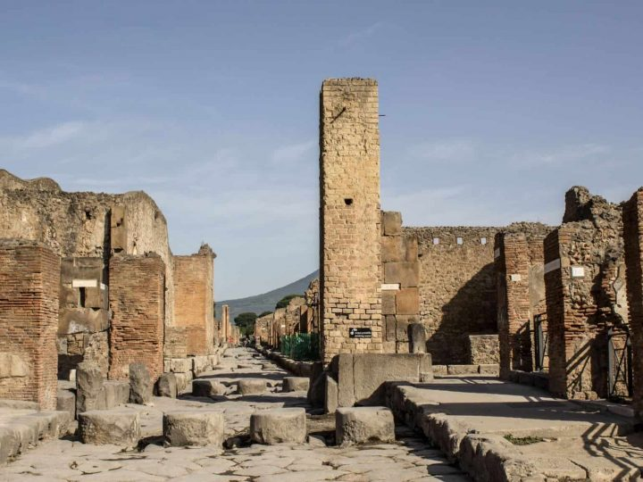 Pompeii Tours from Rome with Dark Rome