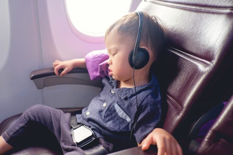 8 Great Ways to Keep Your Kids Occupied While Traveling 1