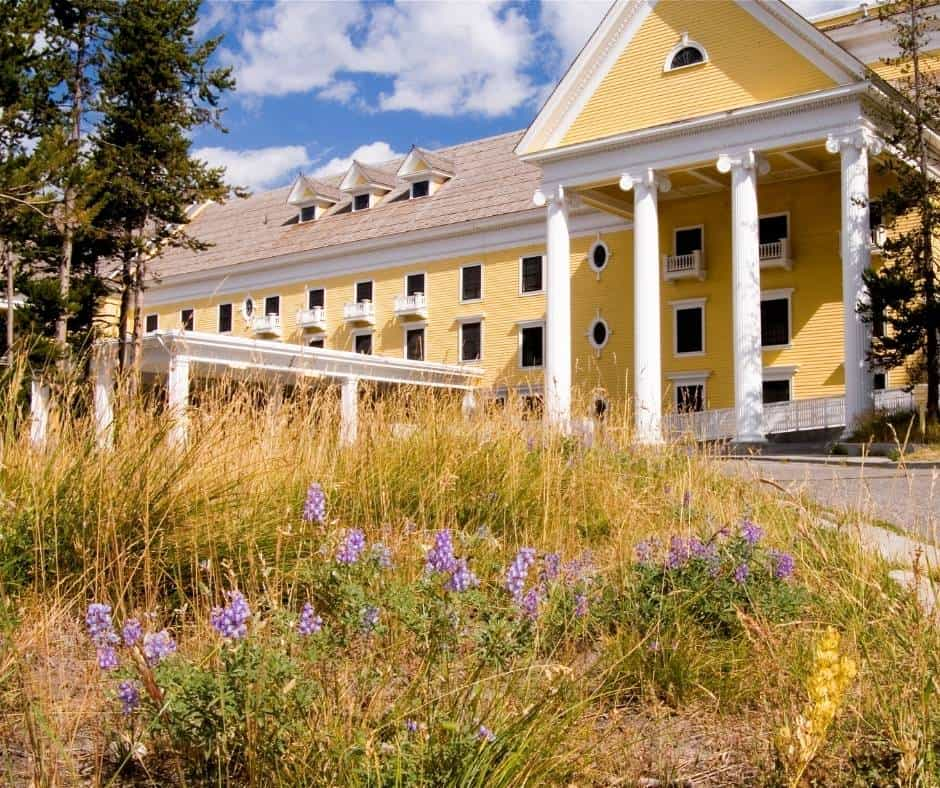 Yellowstone Hotel
